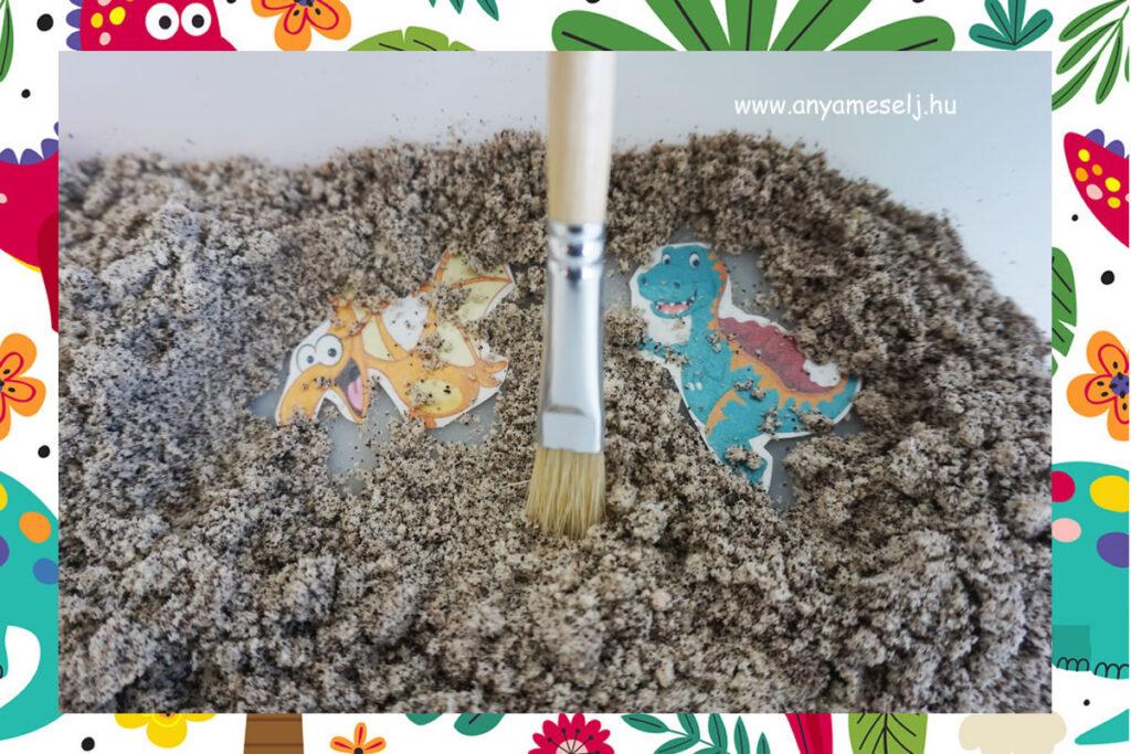 az elbújt papírdínók a homok alatt